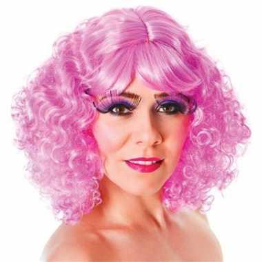 Krullende roze damespruiken