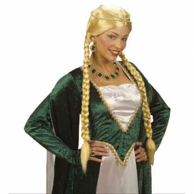 Middeleeuwse damespruik met vlechten