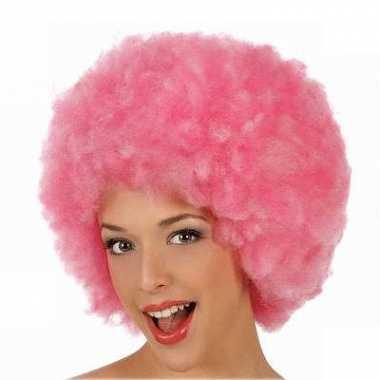 Roze afro feestpruiken