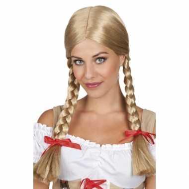 Tiroler damespruik met vlechtjes