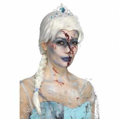 Zombie froze to death damespruik
